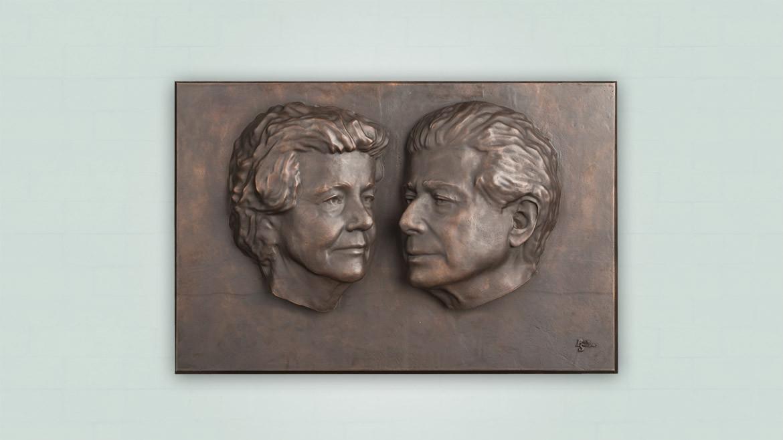 Huwelijkscadeau bronzen plaquette met twee portretten