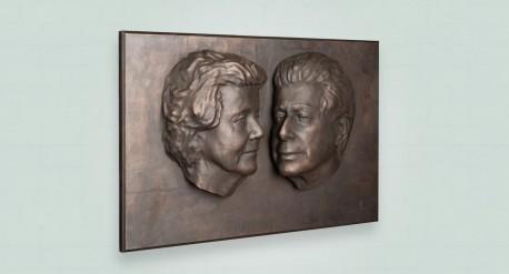 Zij aanzicht bronzen plaquette als origineel huwelijkscadeau