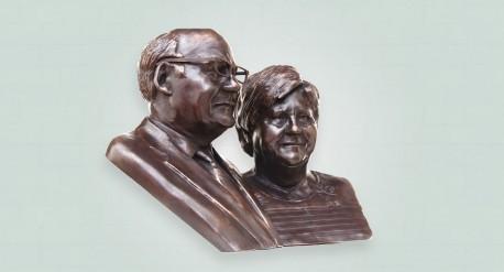 donker bronzen borstbeeld met 2 personen