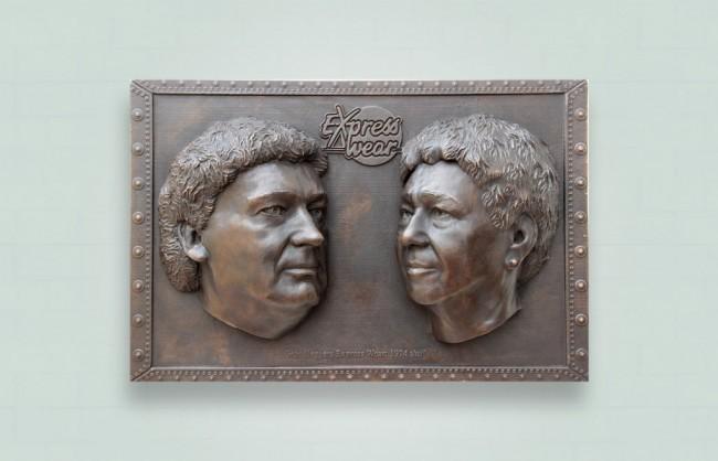bronzen due plaquette met klassieke bruine patina