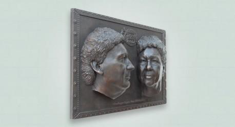 Bronzen plaquette met twee portretten ter ere van bedrijfsovername