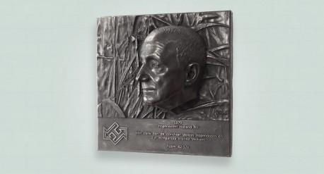 bronzen plaquette, ook wel bas relief genoemd in donkere patina