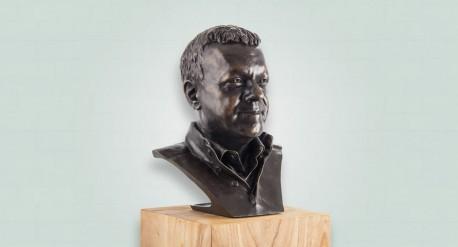 Bronzen borstbeeld eigenaar Vacancesoleil