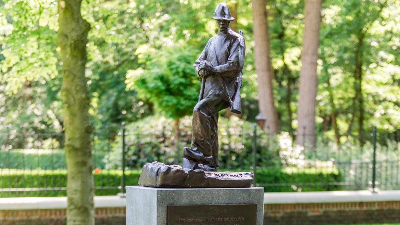 standbeeld in brons van Landhorst monument als t moet