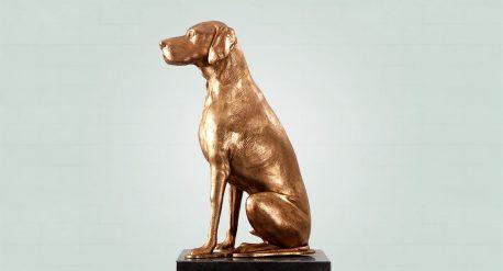 Zijaanzicht van hond, brons beeld huisdier