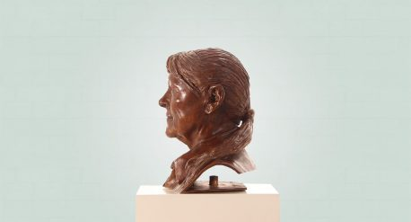 Brons borstbeeld van een vrouw passe partout